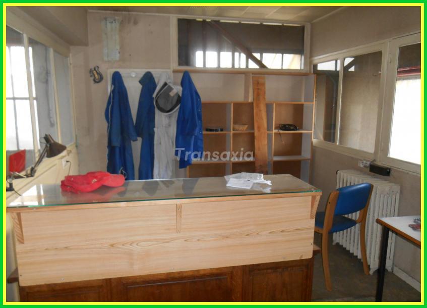 Entrepôt 2 appartements garages proche centre Montluçon